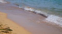 Vague sur le sable