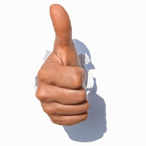 """Une main crève l'écran pour signifier """"Yes !"""""""